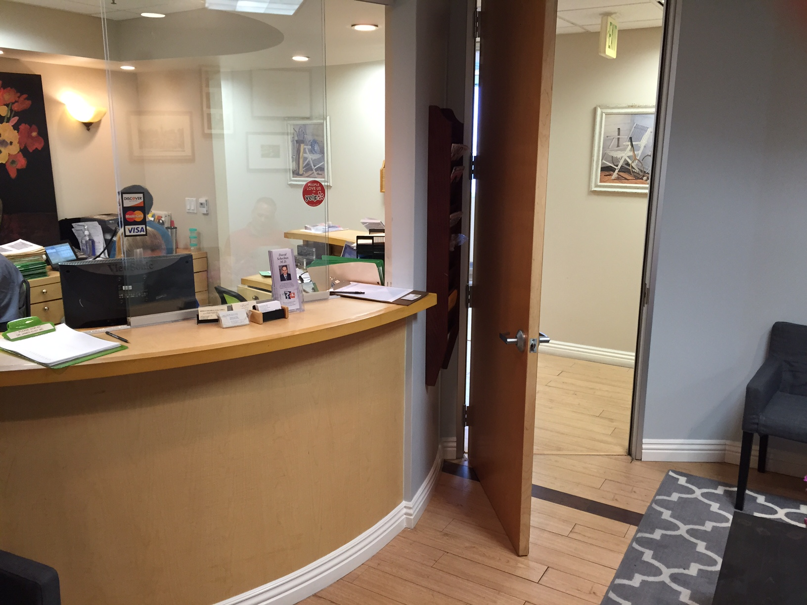 Family Medicine and Sports Medicine Beverly Hills Front Desk